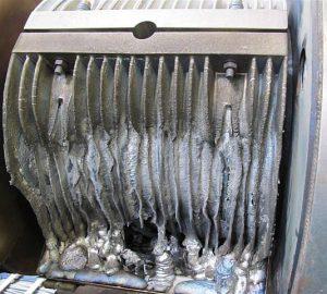 Ist bei größeren Extruderzylindern eine dauerhaft formschlüssige Anlage der Heizsysteme am Zylinderumfang nicht gewährleistet, kann es zur Beschädigung der Heizelemente kommen. (Foto: Wema)
