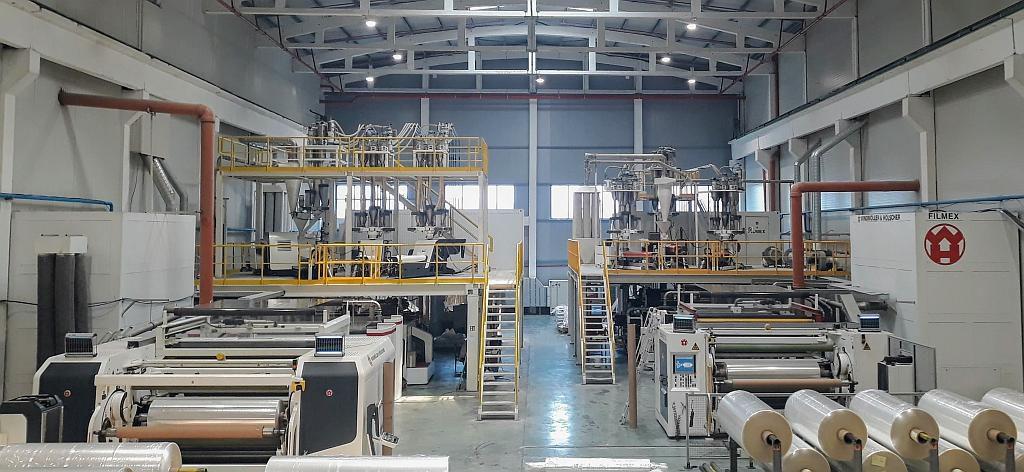 Mit einer Filmex I und einer Filmex II produzieren jetzt zwei Gießfolienanlagen nebeneinander. (Foto: Windmöller & Hölscher)