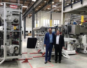 Co-CEOs Joseph Ross (l.) und Robert Daviduk (r.) von rPlanet Earth im neuen Werk in Vernon im US-Bundesstaat Kalifornien. (Foto: Nordson)