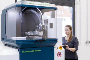 Unter dem Namen Aceo bietet Wacker zahlreiche Druck- und Beratungsleistungen rund um den 3D-Druck von Silicon. (Foto: Wacker)