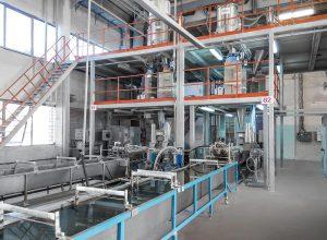 Auf den Doppelschneckenextrudern des Typs STS 75 entstehen hauptsächlich PP-, PA- und PE-Compounds für die Automobilindustrie, für Haushaltsgeräte und Baustoffe. (Foto: Polyplastic)