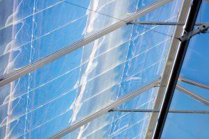 Basis des Daylight Greenhouse sind spezielle Optiken aus PMMA. (Foto: Evonik)