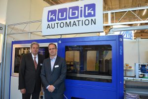 Auf der DKT in Nürnberg präsentierten Klaus Widmann (l.) und Geschäftsführer Joachim Plesch (r.) das iCube-System. (Foto: K-AKTUELL.de)