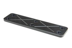 Gute Gleiteigenschaften und geringer Verschleiß sind die Vorteile DLC-beschichteter Gleitplatten. (Foto: Meusburger)