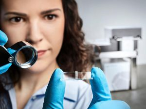 Filigrane Strukturen bis in den Millimeterbereich können mit hoher Detailtreue gedruckt werden. (Foto: Nanoscribe)