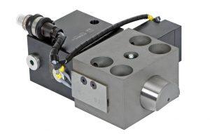 Ein zusätzlicher Verriegelungszylinder mit Bolzen hält den Keilspanner in Position und verhindert das unbeabsichtigte Zurückfahren. (Foto: Roemheld)