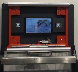 Das Fühlerverstellgerät FVG POS 100 kann in Kombination mit dem Linien- und Kontrastsensor CLS PRO 600 motorisch an gewünschte Positionen fahren. (Foto: BST eltromat)
