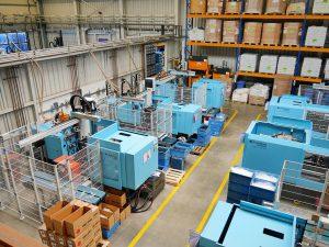 Blick in den vollelektrischen Maschinenpark bei SuK Kunststofftechnik. (Foto: Sumitomo (SHI) Demag)