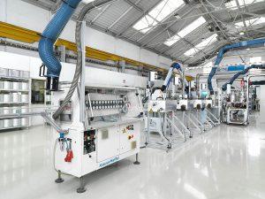 Erfolgreich am Markt etablierte Systemlösung: iPul-Anlagen von KraussMaffei sind prädestiniert für pultrudierte Profile und Stäbe im Bau oder aber in der Windkraftindustrie. (Foto: KraussMaffei)