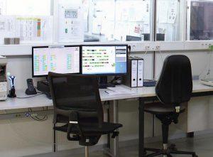 Mit der Koch-Visualisierung lassen sich alle Aktivitäten der eingebundenen Peripherie in Echtzeit nachverfolgen. Auf dem Monitor können alle Stationen des Materials nachverfolgt und bei Bedarf angepasst werden. (Foto: Werner Koch)