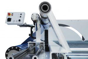 Mit dem Folientrenner DL1650 lässt sich Selbstklebefolie auf Rollen automatisiert trennen. (Foto: Nepata)