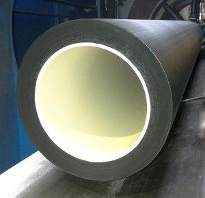 Gerodur fertigt u.a. Rohrleitungssysteme für den Tiefbau mit größter Präzision. (Foto: Sikora)