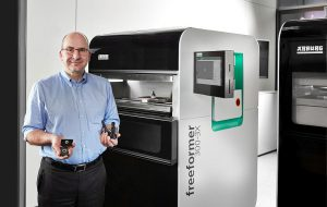"""Heinz Gaub, Geschäftsführer Technik: """"In unserer neuen 'AM Factory' zeigen wir vollautomatisiertes, vernetztes und zu 100 Prozent rückverfolgbares Additive Manufacturing."""" (Foto: Arburg)"""