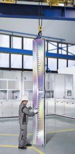 Moderne Beschichtungen mit Balinit Croma Plus lassen sich auch für besonders große Werkzeuge, wie solche Breitschlitzdüsen, mit einer Länge bis 4.500 mm einsetzen. (Foto: Oerlikon Balzers)