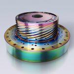 Balinit Croma Plus ist sehr hart (2.500 HV) und bietet eine umweltfreundliche Alternative zum galvanischen Verchromen oder Vernickeln. Die Schicht schafft schillernde Effekte wie auf diesem Wendelverteiler und ist für die Folienextrusion geeignet. (Foto: Oerlikon Balzers)