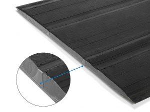 Der Chimney-Streifen leitet die elektrostatische Aufladung des Reifens ab. (Abb.: KraussMaffei Berstorff)