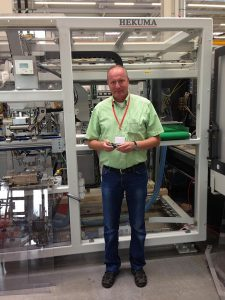 """Preh-Produktionsingenieur Thomas Schröder sieht """"viele weitere gute Jahre"""" in der Partnerschaft mit Hekuma kommen. (Foto: Hekuma)"""