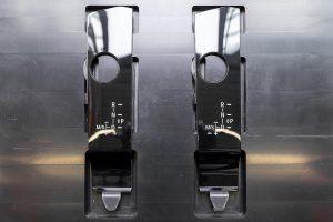 Hergestellt werden Kunststoffblenden aus transparentem Kunststoff (Sichtseite) mit überspritzten 2D-bedruckten Folien und schwarzem Kunststoff (Rückseite). (Foto: Hekuma)