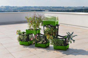 Das U-greeny Balkonhochbeet besteht aus einzelnen Pflanzboxen, die sich sehr einfach und flexibel über- oder nebeneinander stapeln lassen. (Foto: Plast-IQ)