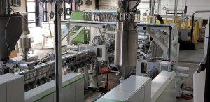 Die multifunktionale Tiefziehfolienanlage erlaubt die Herstellung von Folien und dünnen Platten aus Neuware, Recyclingware, Biokunststoffen sowie aus Materialkombinationen. (Foto: Battenfeld-Cincinnati)
