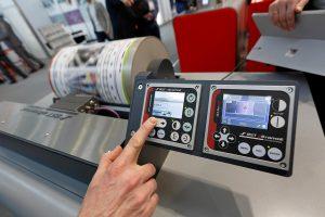 Auf Interesse stieß die komfortablen Bedienung des Regelgerätes ekr 500 digital Unit Touch mit dem Commander und des digitalen Sensors CLS Pro 600. (Foto: BST eltromat)