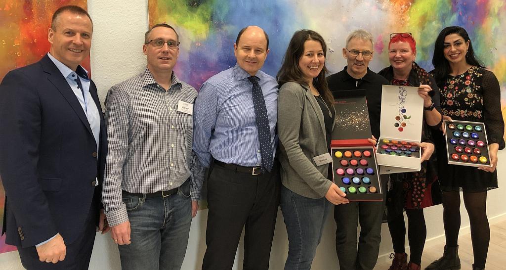 v.l.: Ulf Trabert, Michael Heindl, Nikolaus Pekler, Luana Köttler, Jürg Zingg, Juliane Krüsemann und Banu Arif realisierten das Plastic Jewels Projekt. (Foto: BASF Colors & Effects)