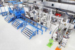 Ein neuer Shuttle-Formenträger erweitert jetzt das Technikum von KraussMaffei in München. (Foto: KraussMaffei)