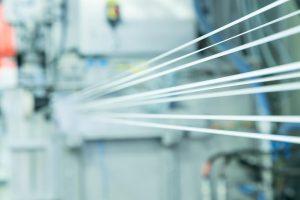 Im Pilotprojekt geht es um die KI-gestützte Verbesserung von Glasfaserschlichten für verstärkte Kunststoffe. (Foto: Lanxess)