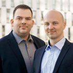 Geschäftsführer der Handels- und Serviceplattform Plastship sind Konstantin Humm (l.), und Andreas Bastian. (Foto: Plastship)
