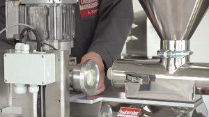 Für eine Reinigung oder einen Produktwechsel können DS Dosierer in der E-Version Motor und Schnecke einfach trennen. (Foto: Brabender Technologie)