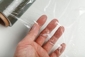 Die Antiblockmittel verbessern das Aufwickelverhalten von Kunststofffolien. (Foto: Evonik)