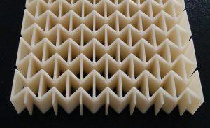 Beispiel einer auxetischen Struktur, hergestellt mittels Strangablegeverfahren. (Foto: IKT)