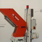 Bei der Xtra-Schneidmühle ist der Metalldetektor Elcon unten an der Materialeinlaufrutsche montiert. (Foto: Sesotec)