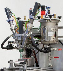 Der neue Dosiermischkopf bietet den hochpräzisen und wiederholgenauen Kleinstmengen-Auftrag von Mehrkomponenten-Kunststoffen. (Foto: Tartler)