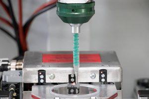 Der neue Dosiermischkopf ist speziell für anspruchsvolle Qualitätsanwendungen im Elektroverguss und in der Klebetechnik ausgelegt. (Foto: Tartler)