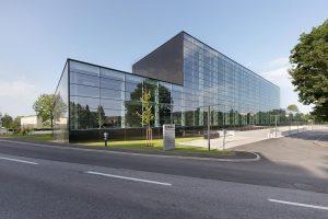Mit 1.700 m² Maschinenstellfläche ist das Engel-Technikum ein kunststoffverarbeitender Betrieb für sich. (Foto: Engel)