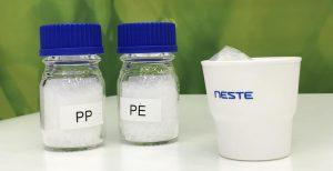 Biobasierte Rohmaterialien wie Öl aus Abfällen und Reststoffen bilden die Grundlage für das PE und PP. (Foto: LyondellBasell)