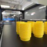 Die thermogeformten Schutzelemente reduzierten durch gute Stapelbarkeit das Transport- und Lagervolumen. (Foto: Pöppelmann)