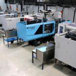 Der Maschinenpark des griechischen Unternehmens umfasst 50 Kunststoffspritzgießmaschinen, davon 21 El-Exis SP sowie acht neue vollelektrische IntElect Maschinen von Sumitomo (SHI) Demag. (Fotos: Kotronis)