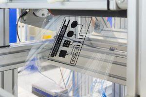 Nexipal besteht aus Silikonfolien, die mit elektrisch leitfähigem Material beschichtet und in mehreren Lagen laminiert werden. Wacker wird solche elektroaktiven Laminate künftig im industriellen Maßstab herstellen. (Foto: Wacker)
