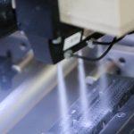 Harte und spröde Kunststoffe wie PEEK und PPS lassen sich mit der die quattroClean-Technologie in einem Prozess entgraten und reinigen. (Foto: acp systems)