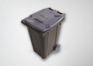 Im Freigelände zwischen den Hallen 10 und 16 werden auf einer Engel victory Spritzgießmaschine Post-Consumer-Abfälle zu Mini-Müllcontainern verarbeitet. (Foto: Engel)
