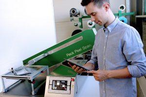Pack Peel Scan überprüft normgerecht die Öffnungskräfte thermogeformter, peelbarer Verpackungen. Die maschinelle Lernmethode ermöglicht zusätzlich die Prognose und Vermeidung von Prozessfehlern. (Foto: Fraunhofer IVV)