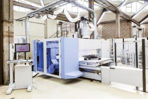 Forscher vom Fraunhofer IPA haben zusammen mit Partnern aus der Industrie eine Maschine entwickelt, die Leichtbauteile nicht nur bearbeitet, sondern auch automatisiert abmisst und versiegelt. (Foto: Fraunhofer IPA/Rainer Bez)