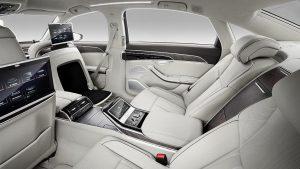 Der Audi A8 wird auch mit zwei elektrisch einstellbaren Einzelrücksitzen angeboten, deren Sitzschalen von Faurecia Automotive Seating entwickelt wurden und im Hybrid Molding-Verfahren mit Tepex dynalite 102-RG600(2)/47% gefertigt werden. (Foto: Audi AG)