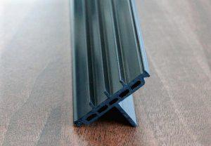 High-Temp PVC erweist sich als kostengünstige Alternative für die Herstellung von Kunststoffprofilen, die in der Anwendung bis 92° C dauerhaft wärmeformbeständig sein müssen. (Foto: SLS)