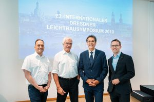v.l.n.r.: Sebastian Schmidhuber (KraussMaffei), Dr. Erwin Bürkle, ThiM-Koordinator Mathias Lindemann, Dr. Michael Krahl (ILK-TU Dresden). (Foto: Scheunert/Lichtwerkedesign)