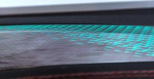 Dekor- und Funktionsbeschichtungen, wie sie bei Leonhard Kurz in Nürnberg/Fürth entwickelt und produziert werden, ermöglichen die effiziente Realisierung neuer Designkonzepte, hier am Beispiel einer variier- und dimmbar hinterleuchteten PKW-Türblende. (Foto: Leonhard Kurz Stiftung & Co. KG)