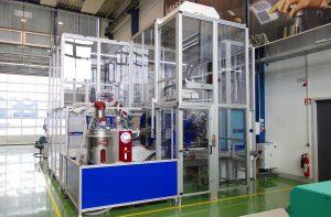 """Kurz hat seine Applikations-/Technologie-Versuchskapazitäten durch die Anschaffung von zwei """"All-in-one""""-Produktionszellen auf Basis von SmartPower-Spritzgießmaschinen mit 2.100 und 1.200 kN Schließkraft erhöht. (Foto: Reinhard Bauer)"""