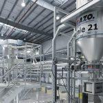 AZO ist Spezialist für automatisches und energieeffizientes Rohstoffhandling in der Kunststoff-Branche. (Foto: AZO)